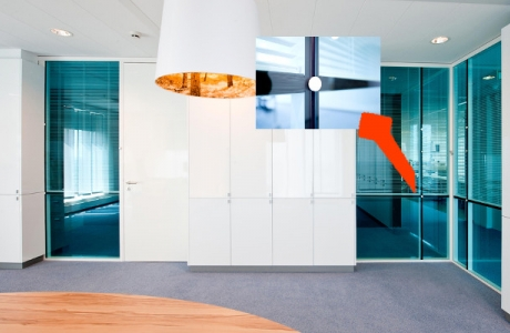 Amenajare interioara cu pereti de sticla securizata